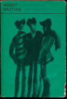 """shop.ddrbuch.de DDR-Buch; 11 Kapitel, mit schwarzen Zeichnungen illustriert, für Leser ab 13 Jahre; """"Spannung, Abenteuerlichkeit, Kraft und Optimismus zeichnen diese Erzählung aus. Einprägsam sind die Gestalten, ergreifend ihr Schicksal und ihr Weg, den sie vor den Augen des Lesers beschreiten. Lebenskenntnis, Phantasie und Liebe zu den Kindern zeichnen Horst Bastians Buch aus. Er erzählt die Geschichte all jenen jungen Menschen, die im Begriff sind, die Schule zu verlassen und in einen neuen Lebensabschnitt zu treten, nicht in einen ernsteren, aber in einen verantwortungsvolleren, so wie die Helden dieser Geschichte."""", Schutzumschlag mit Randläsuren und Einrissen, Seiten mit geringer Altersrandbräunung"""